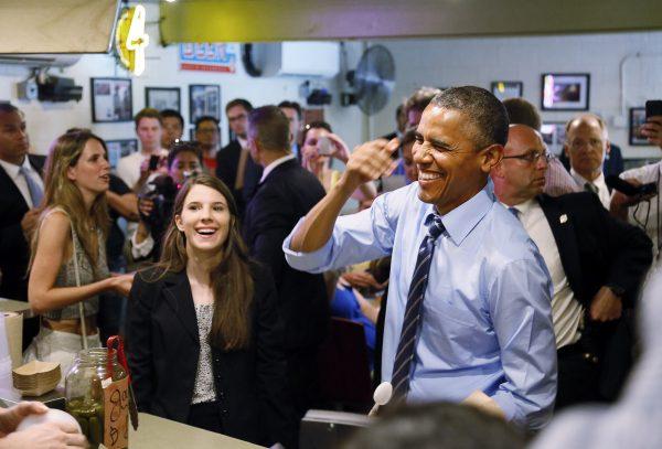 us-president-obama-austin-texas-franklin-barbecue-cut-in-line-07