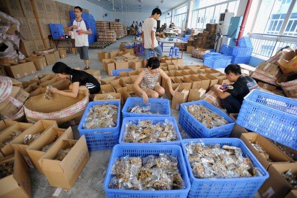uyghur-qiegao-donation-to-yunnan-earthquake-disaster-area-02