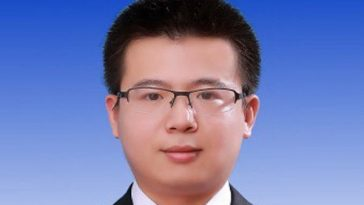 Li Shijun, a 27-year-old Tsinghua University graduate has been appointed Deputy Mayor of Longhai city in Fujian province, sparking suspicious by Chinese netizens.
