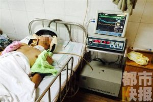 A male teacher from the Shaanxi Institute of Technology hospitalized in critical condition after being beaten by students who caught him secretly photographing bathing female students.