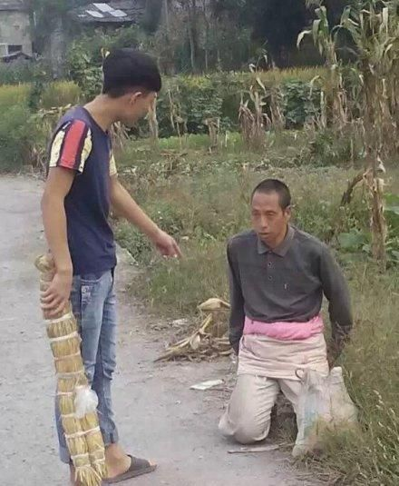 china-teenager-bullies-mentally-handicapped-person-01