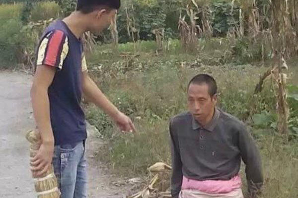 china-teenager-bullies-mentally-handicapped-person