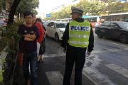 china-changsha-crabs-alligator-spilled-in-traffic-accident-looted-by-chinese-passerbys-28