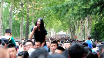 A Chinese boyfriend has his girlfriend ride on his shoulders to avoid crowds at a zoo in Jinan city, Shandong province, during the October 1st National Day holiday.