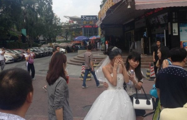 china-shenzhen-chinese-bride-uses-makeup-to-become-old-granny-for-wedding-photos-07