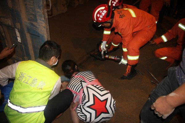 china-zhejiang-good-samaritan-ends-up-saving-own-daughter-03