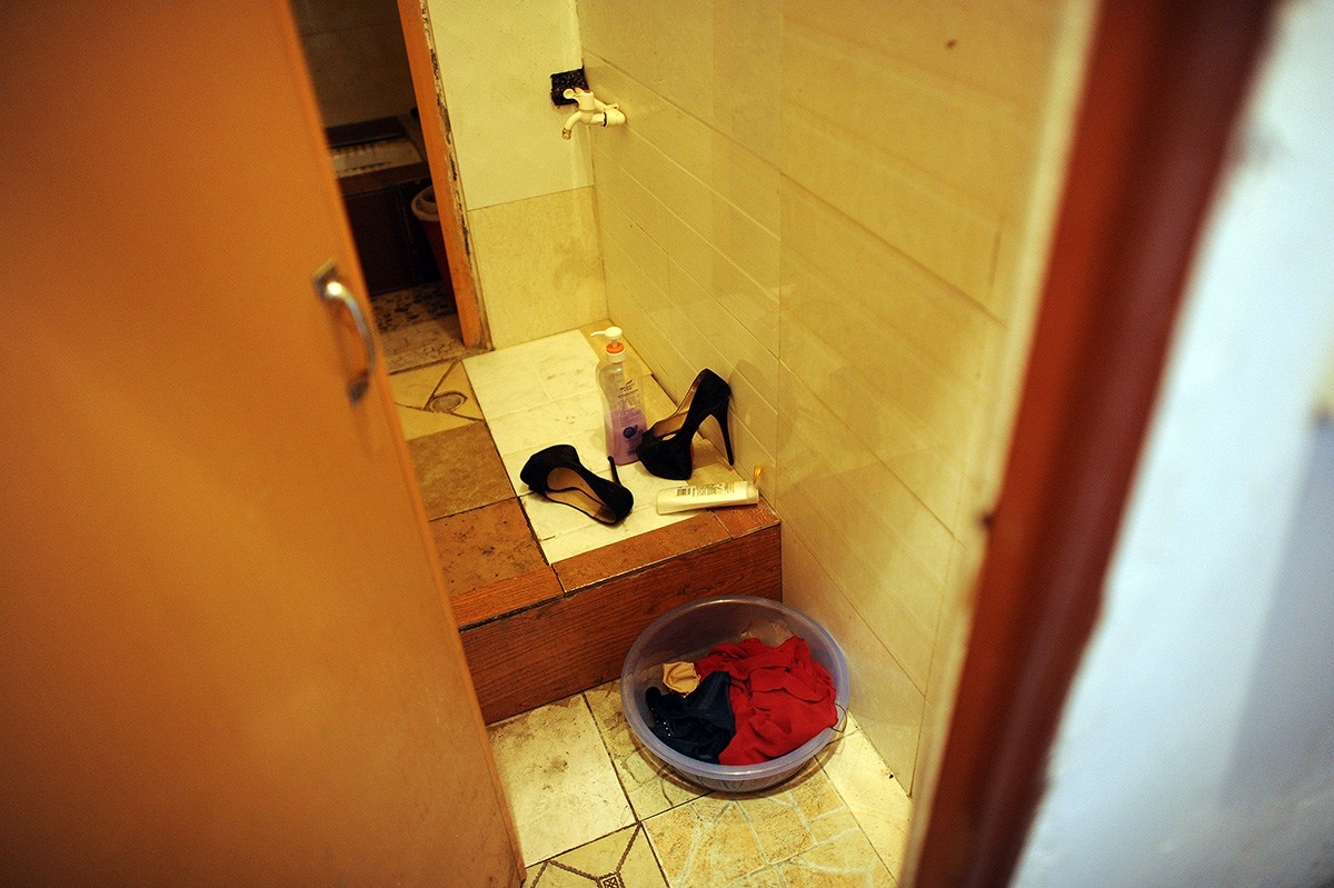 Photos of girl without any cloth in bathroom - October 26th Afternoon In The Bathroom Of A Rented Room Opposite The Dongcheng Road Jinao