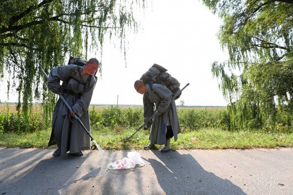 Devout-Chinese-Ascetic-Nuns-Live-Peripatetic-Life-Hardship-10