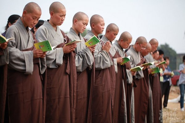 Devout-Chinese-Ascetic-Nuns-Live-Peripatetic-Life-Hardship-12