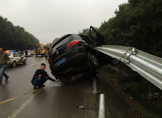 china-sichuan-suv-vw-tiguan-multiple-hit-and-run-kills-family-04