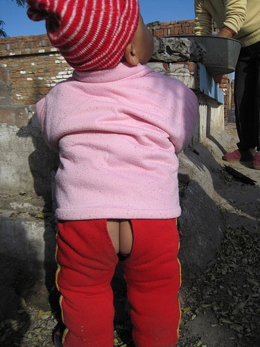 open-crotch-pants-split-china-chinese-children-babies-01