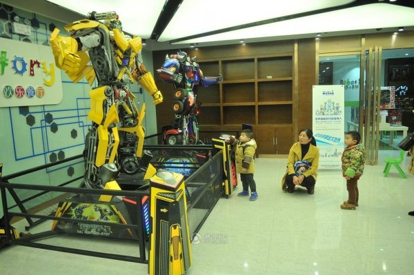 Robot-Themed-Restaurant-Opens-in-Hefei-China-03