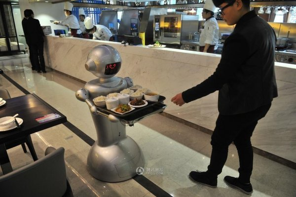 Robot-Themed-Restaurant-Opens-in-Hefei-China-05