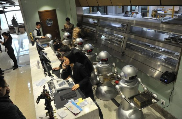 Robot-Themed-Restaurant-Opens-in-Hefei-China-11