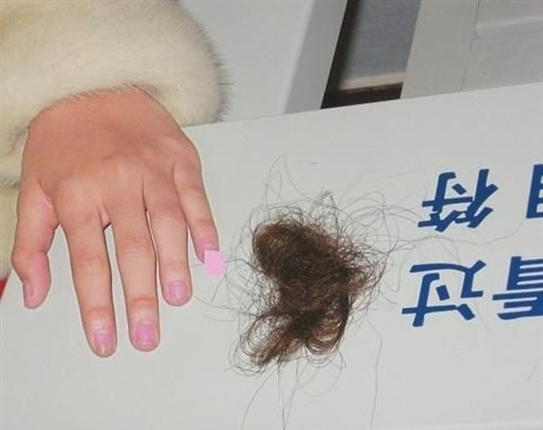 Two Chinese women who insulted each others' mink coats end up ripping out each others' hair in fight.