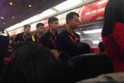 thai-airasia-flight-fd9101-turned-back-to-bangkok-unruly-chinese-couple-passengers-05