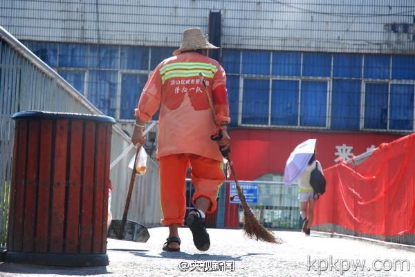 china-sanitation-workers-01