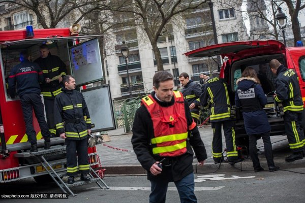 france-paris-charlie-hebdo-terrorist-attack-13
