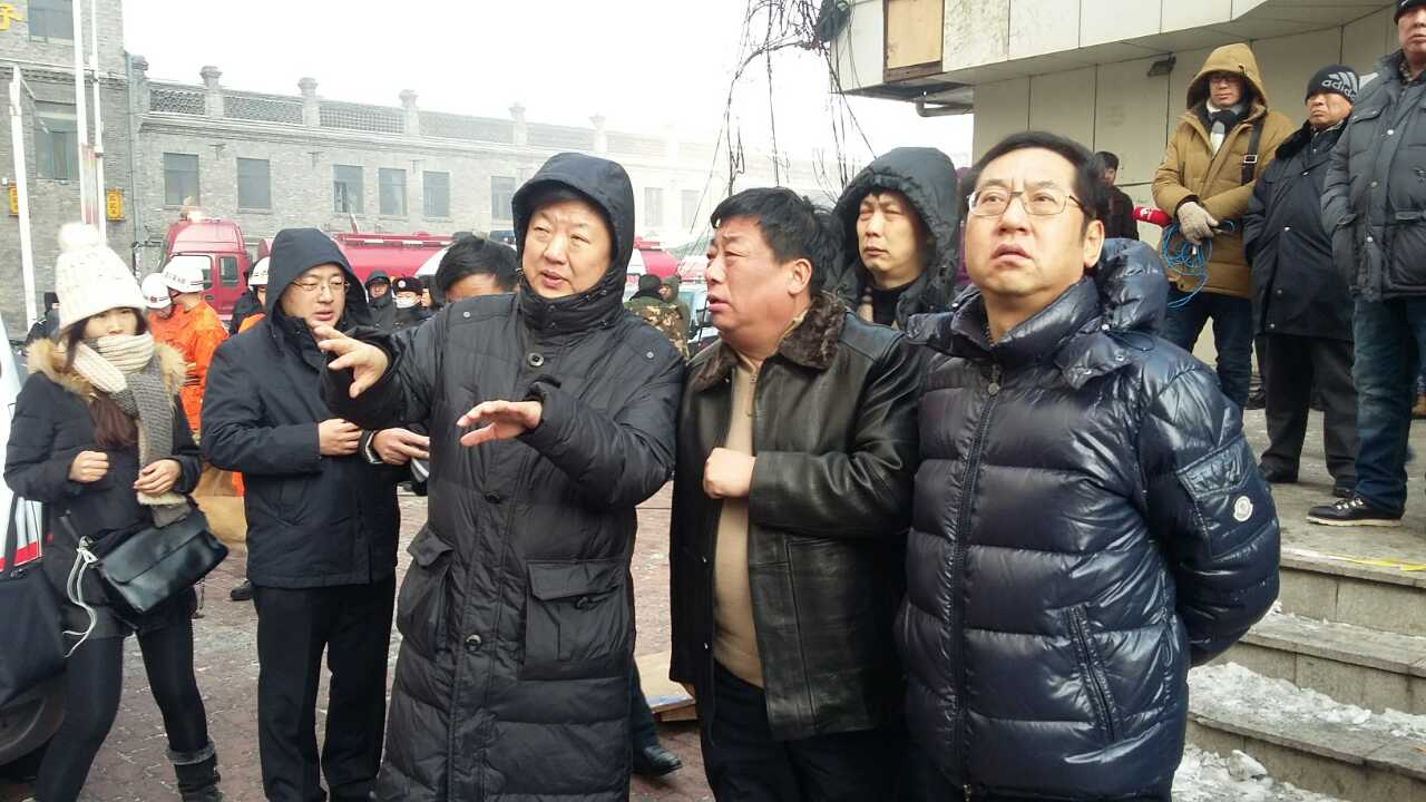 Shi Jiaxing [right] at the scene of the fire rescue wearing an expensive name