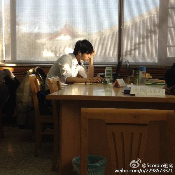 A young Chinese man goes viral on the Chinese internet when photos of him studying at Peking University's library are posted online