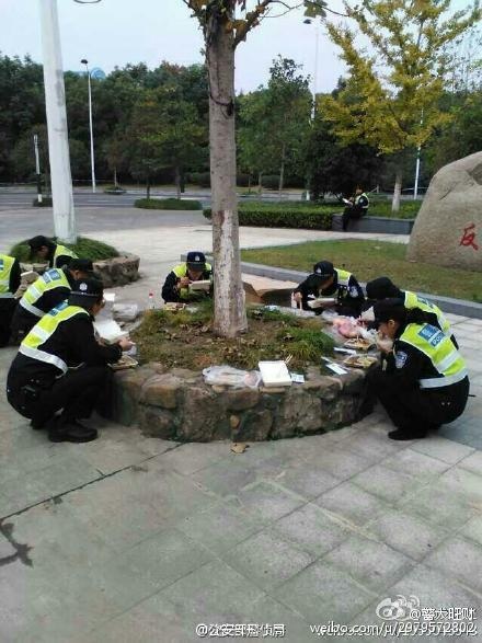china-wuhan-police-simple-meals-07