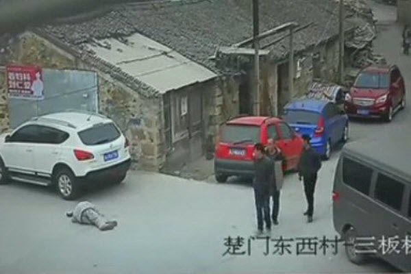 china-zhejiang-drunk-old-man-run-over-killed-no-one-stopped-to-help-02