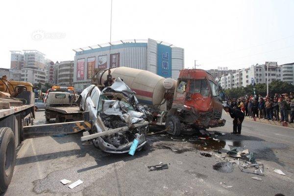 guangdong-china-cement-trucks-flatten-bmw-07