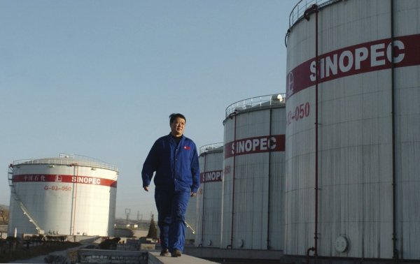 sinopec-tanks-employee-walking