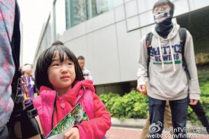 hong-kong-youth-protesters-beseige-curse-assault-mainland-tourists-05
