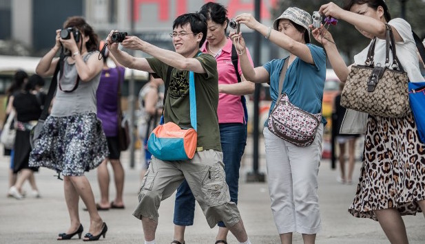 Japan- Chinese Tourists Are Noisy, Cut in Line, Litter