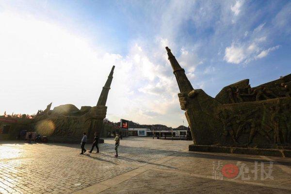 Red-Tourism-and-Sino-Japanese-War-Reenactors-11