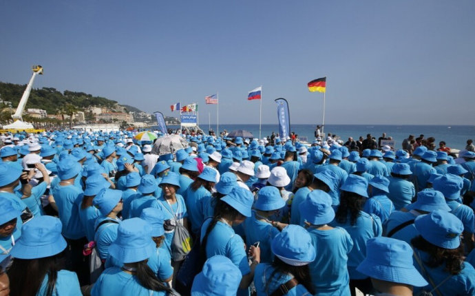 Chinese Company Takes 6,500 Employees to France for Four Day Tour