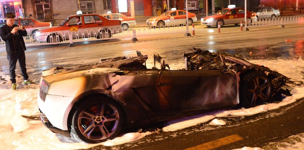 Lamborghini Catches Fire on the Road, Driver Escapes, Car Totaled