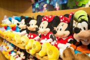 """Shanghai Disney Store Accused of """"Hunger Marketing"""", Hour Long Lines"""