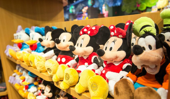 "Shanghai Disney Store Accused of ""Hunger Marketing"", Hour Long Lines"