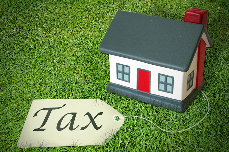 Woman Donates 400,000 RMB in Property, Charged 30,000 in Taxes