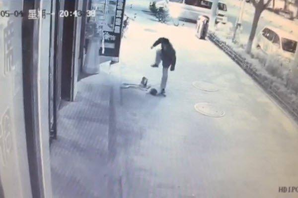 china-shaanxi-yanan-man-attacks-chinese-toddler