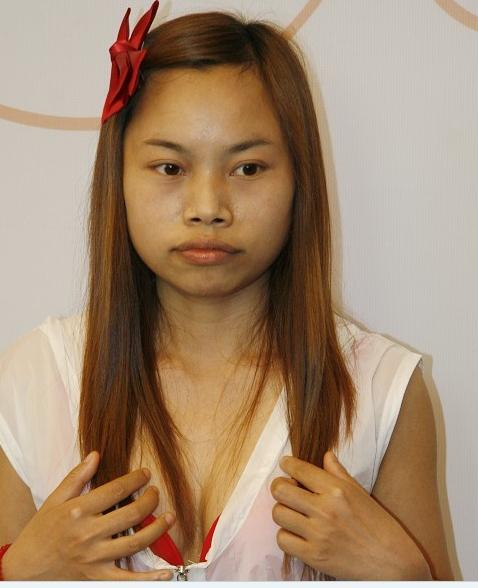"""Chinese Internet Celebrity """"Sister Feng"""" Appears in New York Times"""
