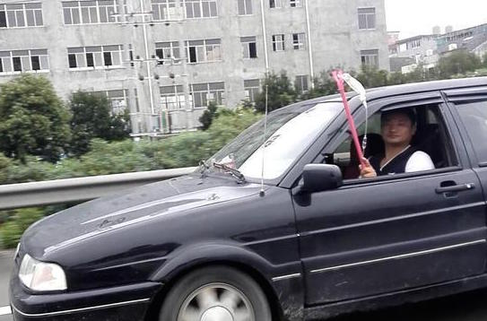 Man_Drives_on_Highway_With_IV