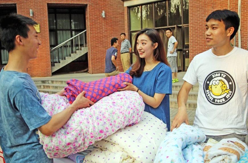 TsinghuaUniversityStudentMakes10,000RMBin1DaySellingBlankets