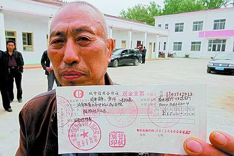 Man Looses 650,000 RMB After Investment Company Goes Down
