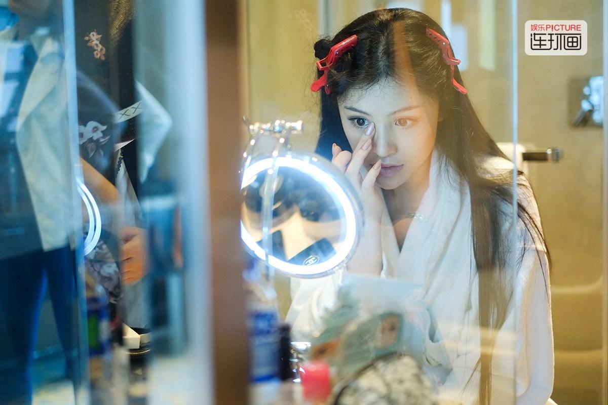 "Ge Tian ""Shows-Off"" Old Wedding Certificate, Netizen Attacks"