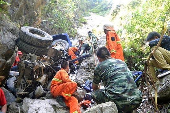 Father Sacrifices Self To Save Son As Truck Goes Over Edge