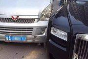 Minivan Hits Rolls-Royce, No Compensation Sought