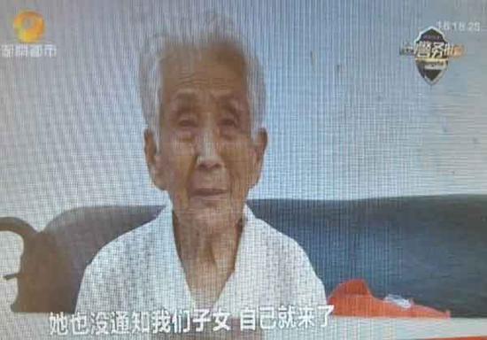 Woman Travels 1605 Kilometers To See Grandson In Jail