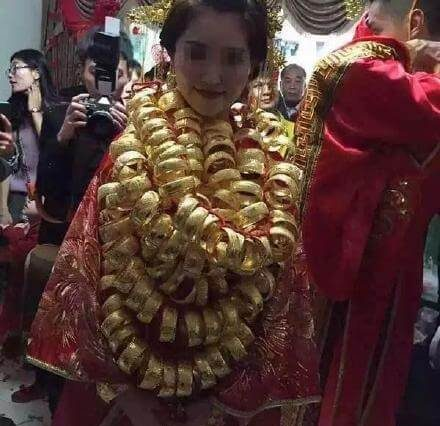 Pictures of Gold Covered Bride Draws Internet Attention
